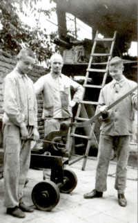 Heinrich Fuchs sen. mit seinen Söhnen Peter und Heinrich